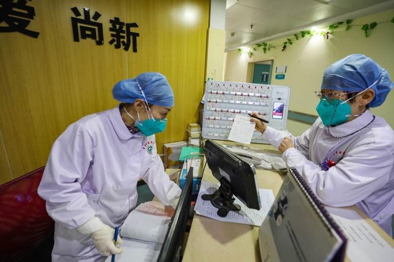 Chùm ảnh: Một ngày của một bác sĩ chống dịch ở Vũ Hán - ảnh 4