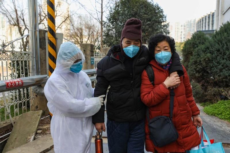 Chùm ảnh: Một ngày của một bác sĩ chống dịch ở Vũ Hán - ảnh 5