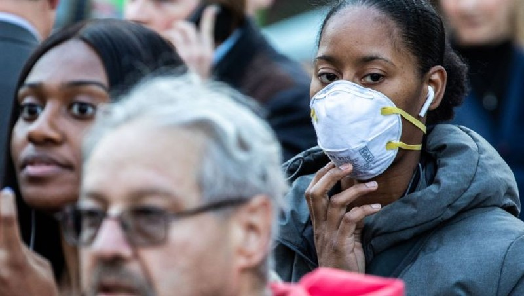 COVID-19 Mỹ: Hơn 1.000 ca, Dân chủ hoãn chiến dịch tranh cử - ảnh 2