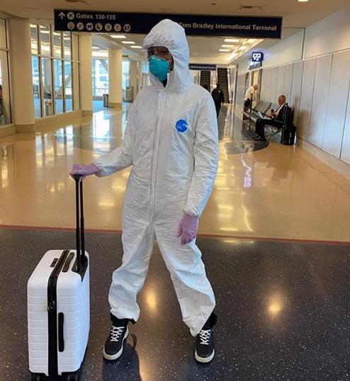 Tom Hanks nhiễm COVID-19, Naomi Campbell kín bưng ra sân bay - ảnh 2