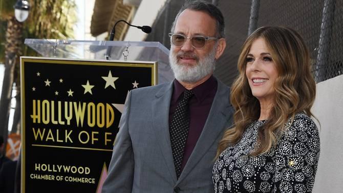 Tom Hanks nhiễm COVID-19, Naomi Campbell kín bưng ra sân bay - ảnh 1