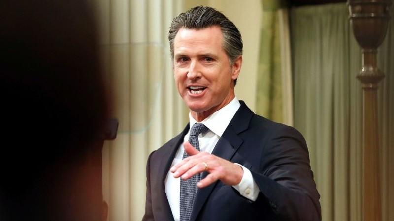 California lệnh 40 triệu dân ở yên trong nhà ngăn COVID-19 - ảnh 1