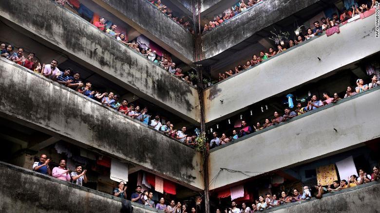 Ấn Độ phong tỏa 75 khu vực, 1,3 tỉ người chịu giờ giới nghiêm - ảnh 1