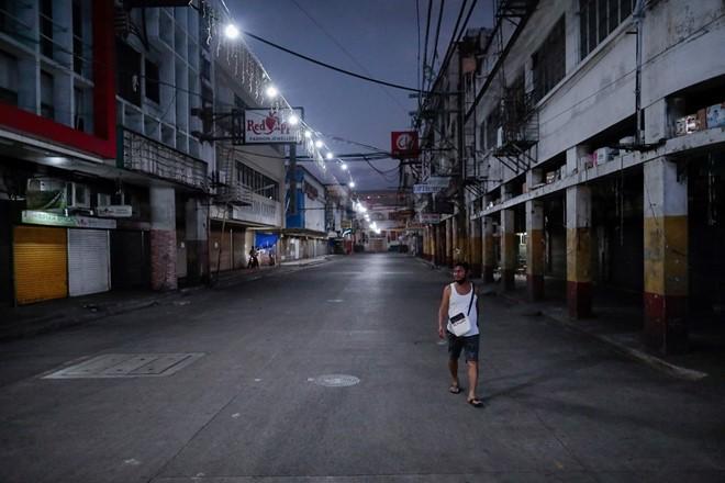 COVID-19 ĐNA:Singapore phạt tù 6 tháng nếu đứng gần người khác - ảnh 3
