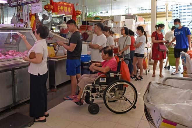 COVID-19 ĐNA:Singapore phạt tù 6 tháng nếu đứng gần người khác - ảnh 2