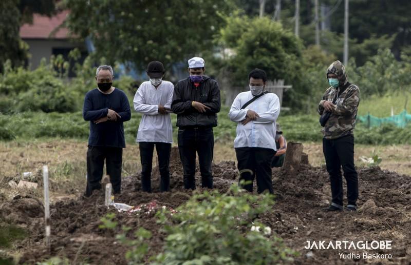 Cận cảnh quy trình an táng người mất vì COVID-19 tại Indonesia - ảnh 5
