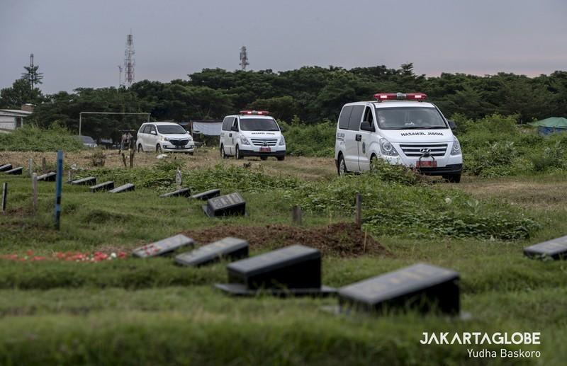 Cận cảnh quy trình an táng người mất vì COVID-19 tại Indonesia - ảnh 1