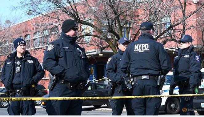 Báo động cả ngàn cảnh sát Mỹ nhiễm COVID-19  - ảnh 1