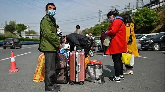 Hàng chục ngàn người rời Vũ Hán khi lệnh phong tỏa được dỡ bỏ - ảnh 2