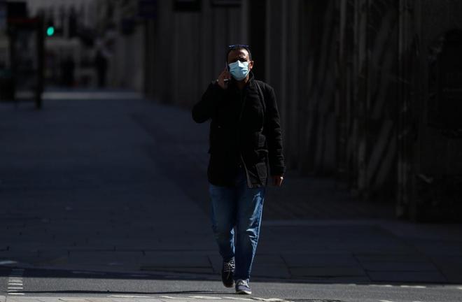 Ca nhiễm vượt Trung Quốc, Anh tiếp tục phong tỏa toàn quốc - ảnh 1