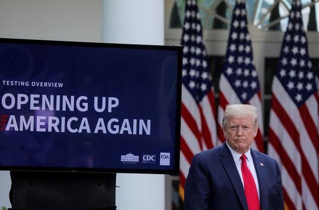Ông Trump lại họp báo COVID-19 sau sự cố 'chất sát khuẩn' - ảnh 1