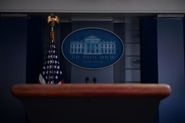 Ông Trump lại họp báo COVID-19 sau sự cố 'chất sát khuẩn' - ảnh 2