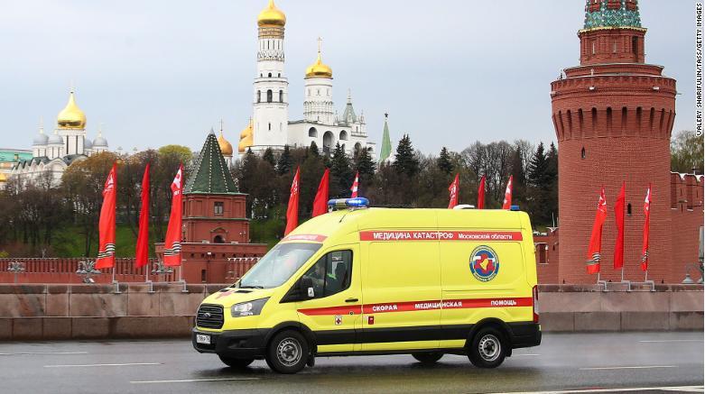 Nga: 3 bác sĩ chống dịch COVID-19 ngã cửa sổ bí ẩn - ảnh 2