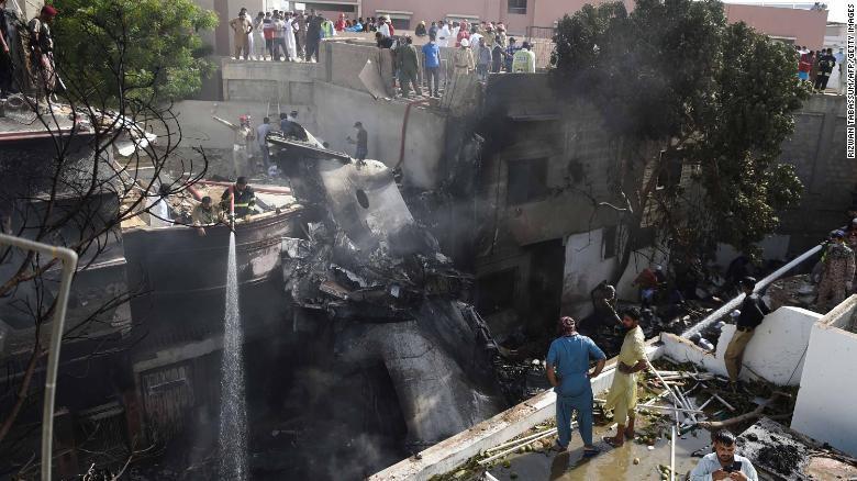 Máy bay rơi ở Pakistan: Bất thường trong quá trình hạ cánh - ảnh 2
