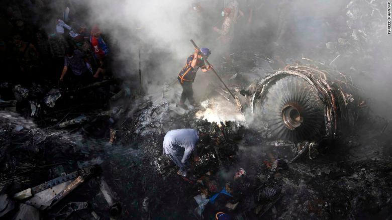Người sống sót kể lại lúc máy bay chở 99 người rơi và bốc cháy - ảnh 2