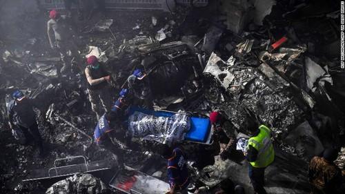 Người sống sót kể lại lúc máy bay chở 99 người rơi và bốc cháy - ảnh 3