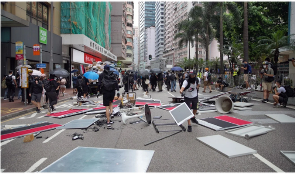 Hàng ngàn người Hong Kong biểu tình phản đối dự luật an ninh - ảnh 2