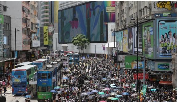 Hàng ngàn người Hong Kong biểu tình phản đối dự luật an ninh - ảnh 3