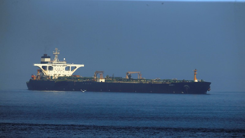 Mỹ bị cảnh báo sẽ nhận hậu quả nếu đụng vào tàu Iran - ảnh 1