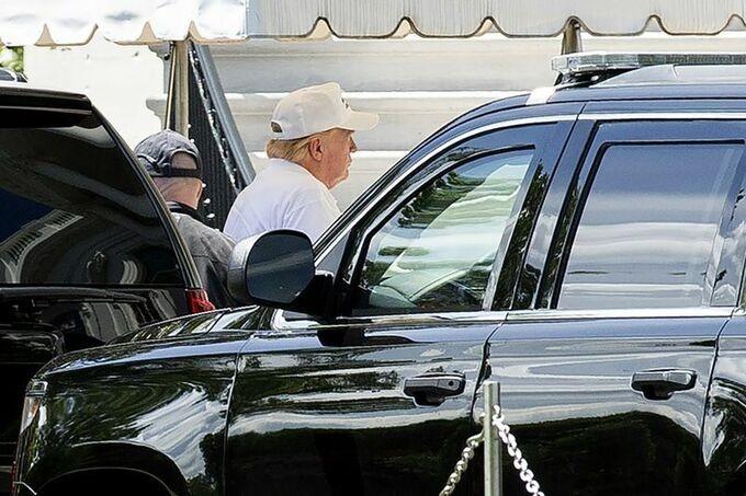 Ông Trump đi chơi golf sau hơn 2 tháng chống COVID-19 - ảnh 1