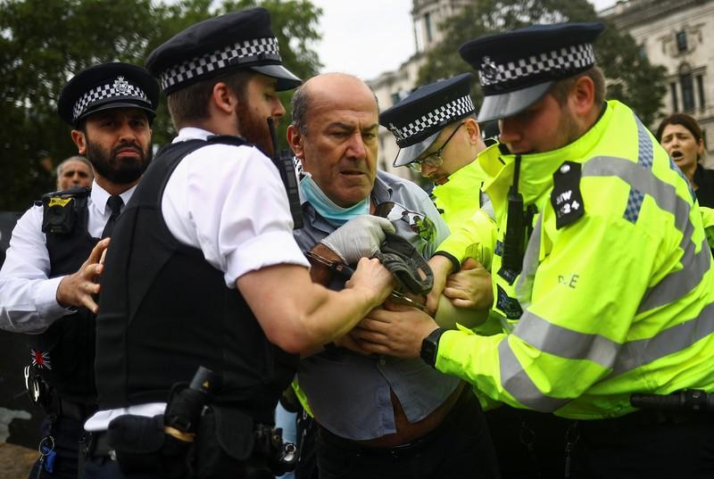 Thủ tướng Anh gặp tai nạn bên ngoài điện Westminster - ảnh 2