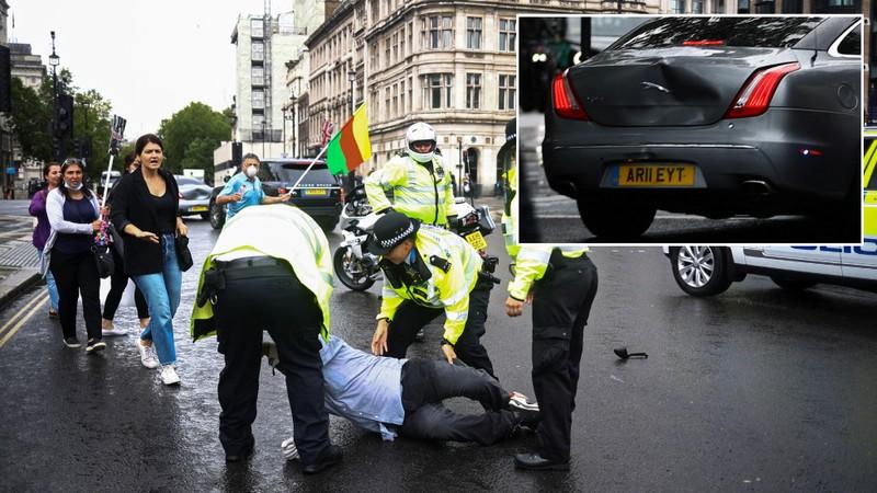 Thủ tướng Anh gặp tai nạn bên ngoài điện Westminster - ảnh 1