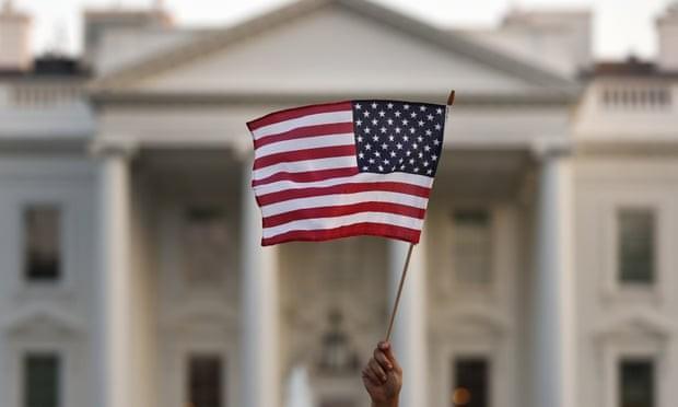 Mỹ ngưng cấp visa lao động đến hết năm nay - ảnh 1