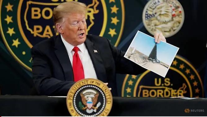 Tổng thống Trump vẫn quy tụ người dân, bất chấp dịch COVID-19 - ảnh 1