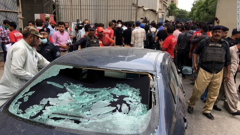 Triệt hạ 4 người xả súng ở sàn giao dịch chứng khoán Pakistan - ảnh 1
