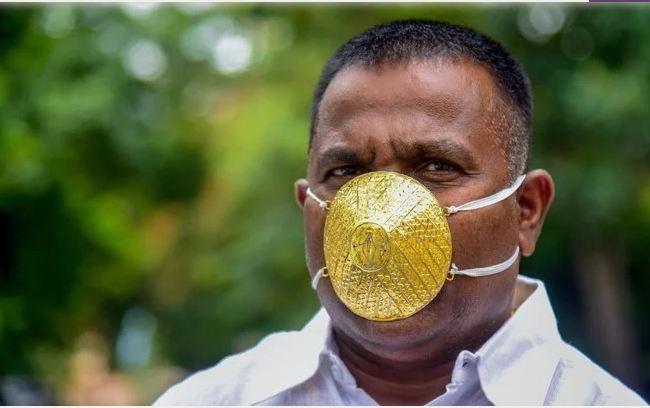 Đeo khẩu trang vàng 4.000 USD mong tránh được COVID-19 - ảnh 1