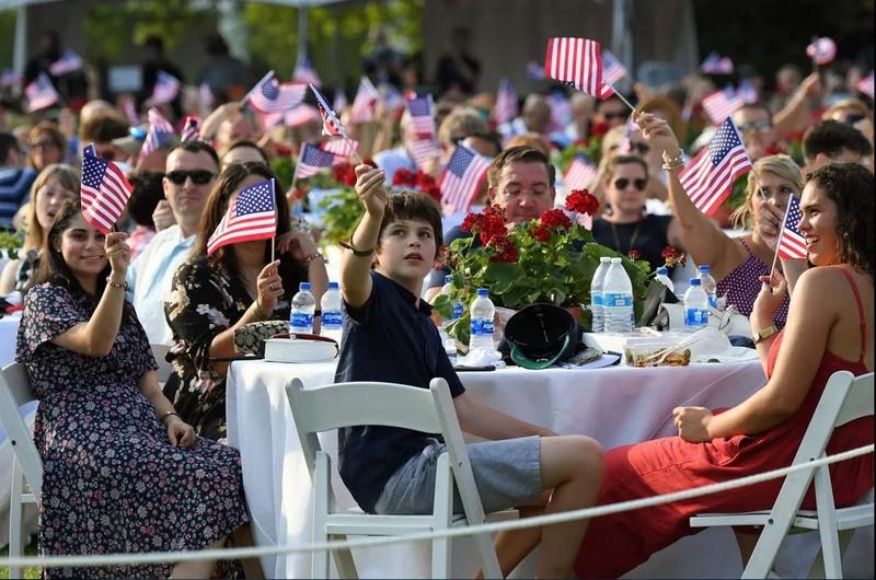 Ảnh: Ông Trump tổ chức Quốc khánh Mỹ tại Nhà Trắng - ảnh 4