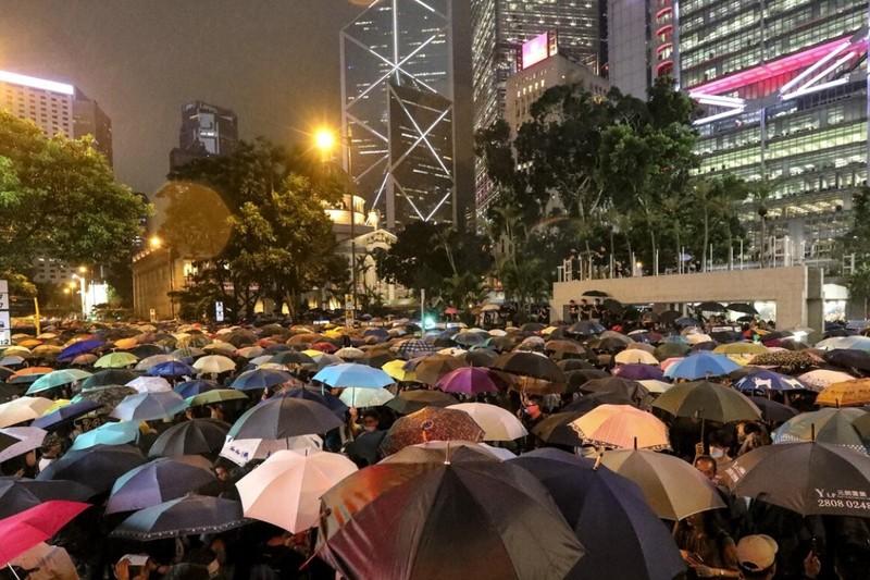 Công chức Hong Kong buộc phải ký đơn thề trung thành - ảnh 1