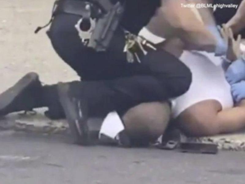 Thêm một người da màu ở Mỹ bị cảnh sát ghì cổ - ảnh 1