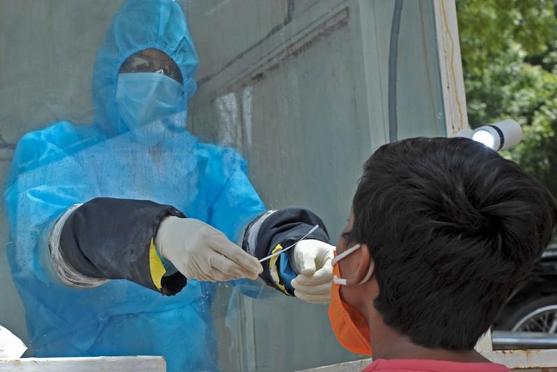 Mỹ hơn 77.000 ca nhiễm một ngày, gấp 3 lần tháng trước - ảnh 2