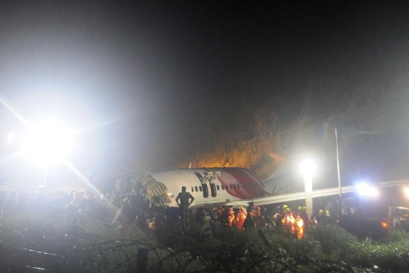 Máy bay chở người hồi hương gãy đôi khi hạ cánh, 16 người chết - ảnh 2