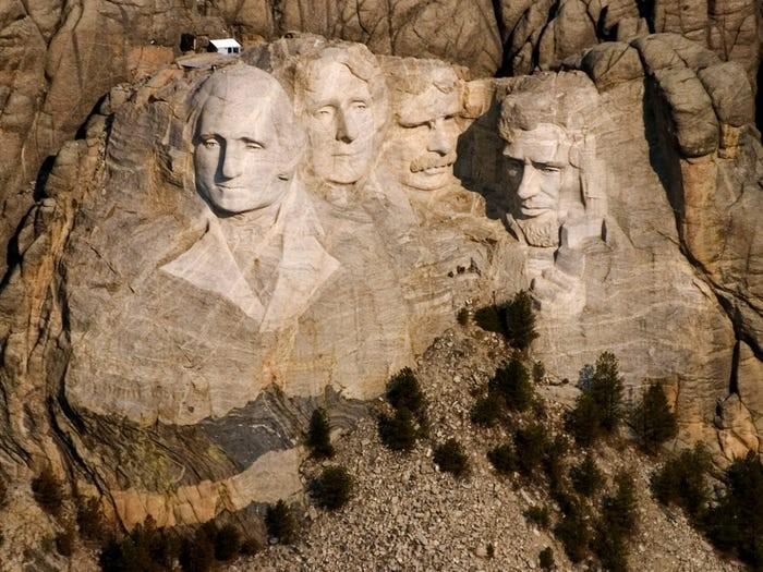 Ông Trump: Tạc tượng tôi lên núi Rushmore là ý tưởng hay ho - ảnh 2