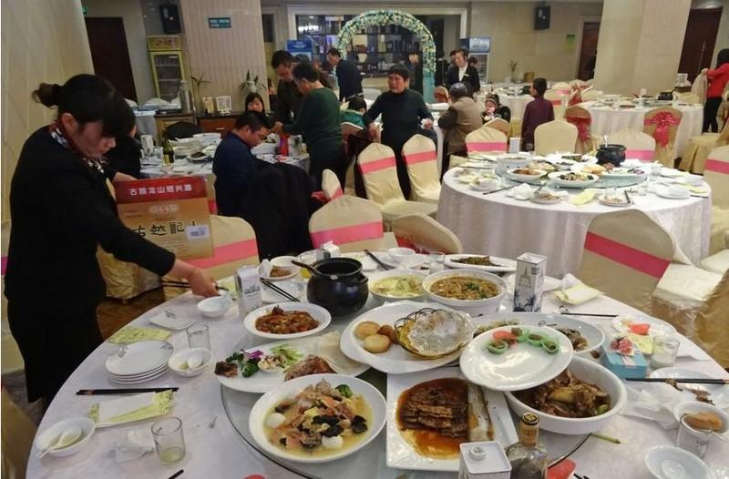 Trung Quốc sắp ra luật cấm dân bỏ phí thức ăn - ảnh 1