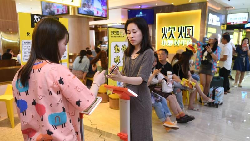 Nhà hàng Trung Quốc đề nghị khách lên cân trước khi gọi món - ảnh 1