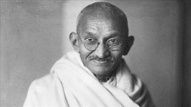 Kính của lãnh tụ Ấn Độ Mahatma Gandhi được bán với giá khủng - ảnh 2