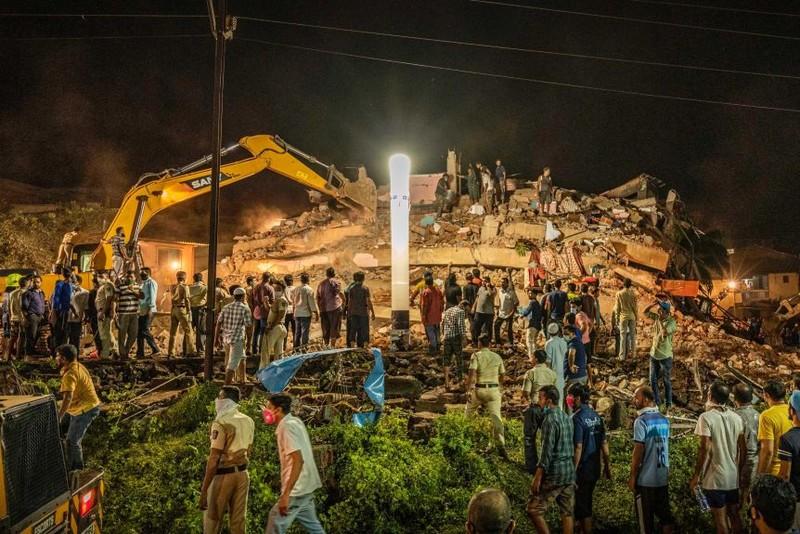 Sập chung cư, hơn 100 người mắc kẹt trong đống đổ nát - ảnh 1