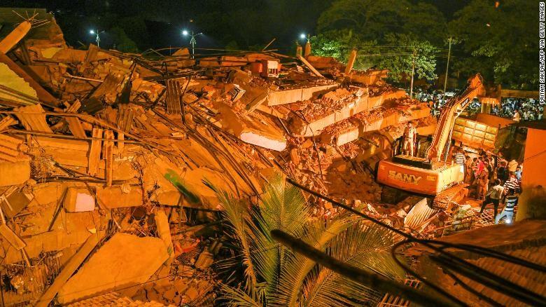 Sập chung cư, hơn 100 người mắc kẹt trong đống đổ nát - ảnh 2