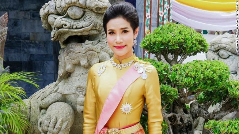 Vua Thái Lan phục hồi tước hiệu cho hoàng quý phi - ảnh 1