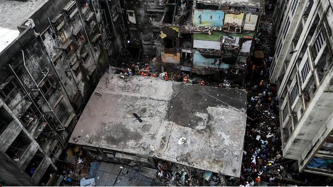 Sập chung cư 54 căn, 10 người chết, 25 hộ gia đình mắc kẹt - ảnh 2