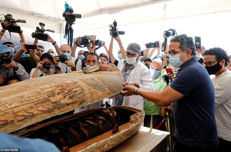 Ai Cập mở nắp quan tài xác ướp 2.500 năm  - ảnh 3