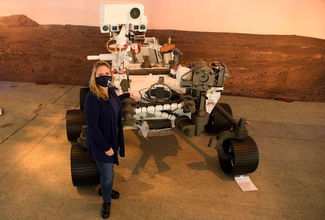 NASA tiết lộ bức ảnh màu đầu tiên chụp sao Hỏa - ảnh 3