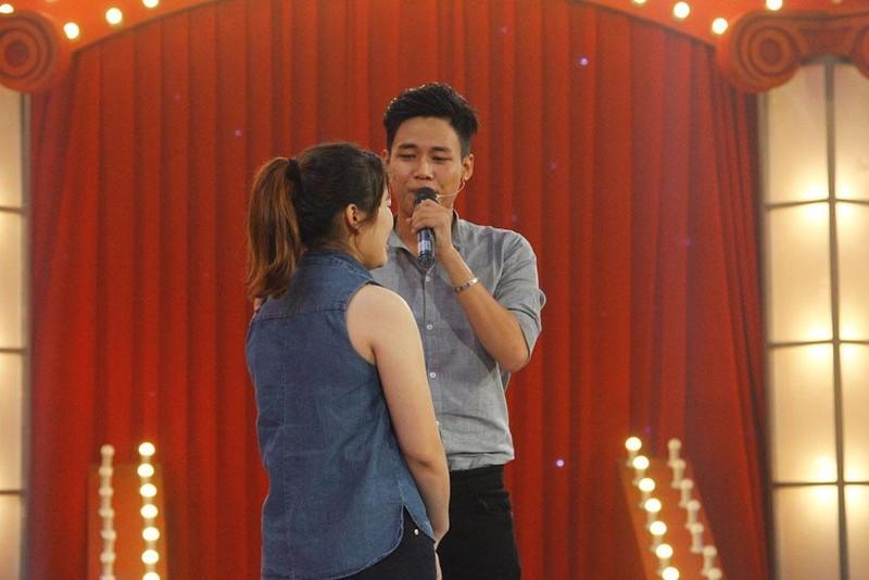 Tấn Lợi và vợ trên sân khấu tối chung kết