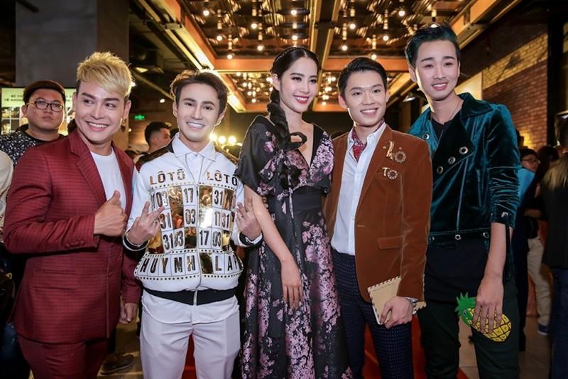 Sao Việt nô nức chúc mừng dàn diễn viên phim Lô tô - ảnh 4