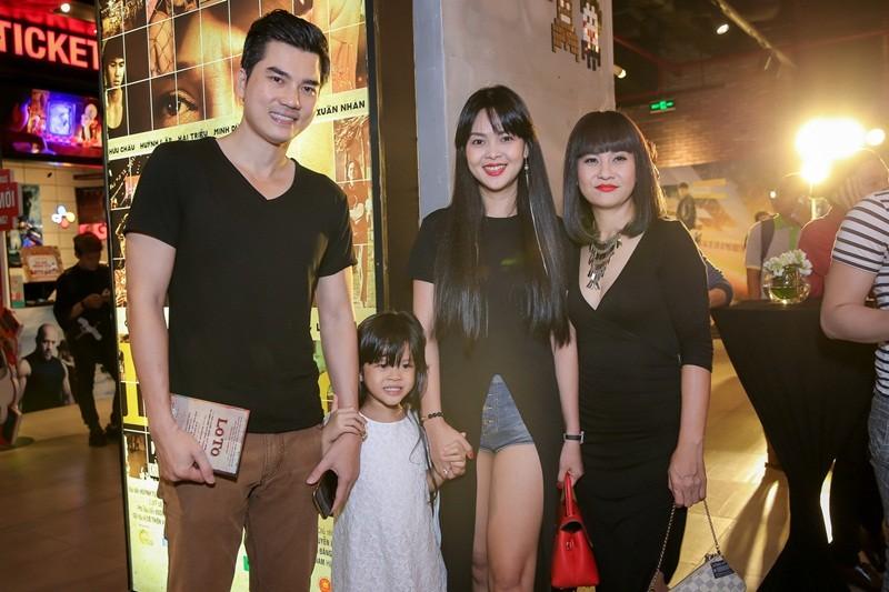 Sao Việt nô nức chúc mừng dàn diễn viên phim Lô tô - ảnh 12
