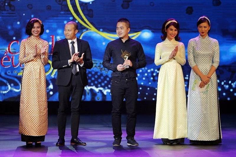 Hội Cô Ba Sài Gòn trao giải cho ê kíp phim Zippo, Mù tạt và em