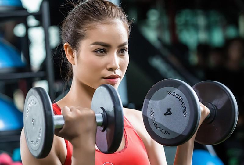 Hoa hậu Phạm Hương tự ti với ngoại hình - ảnh 1